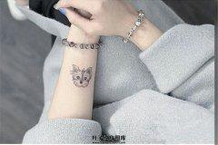 女生手腕小清新宠物纹身