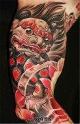男性大臂彩色传统唐狮子纹身