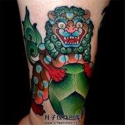 女性小臂彩色可爱的唐狮子纹身