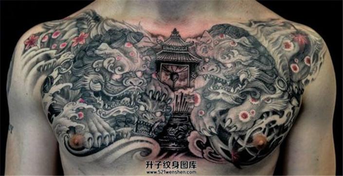 男性黑灰色传统唐狮子花胸纹身