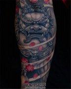 男性小臂石狮子纹身唐狮子纹身