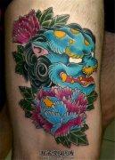男性大腿唐狮牡丹纹身