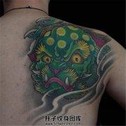 男性背部彩色唐狮头纹身