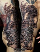 男性侧腰传统唐狮子纹身