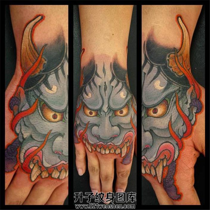 男性手背邪恶的般若纹身