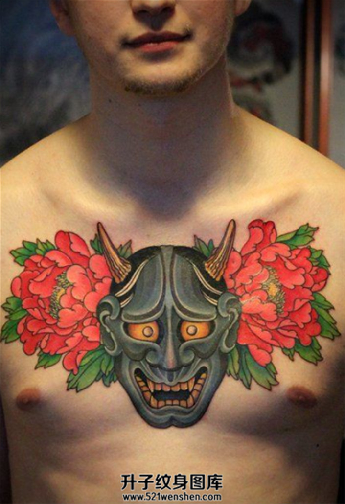 男性胸部般若牡丹纹身