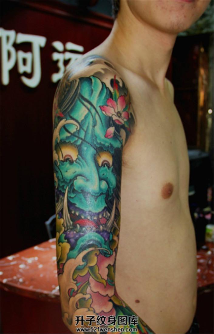 大臂纹身彩色传统般若纹身