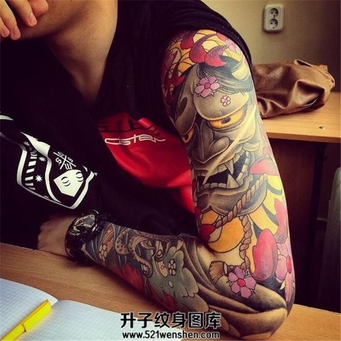 男性彩色传统般若花臂纹身
