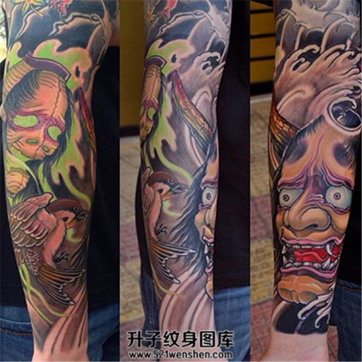 男性小臂传统彩色般若纹身