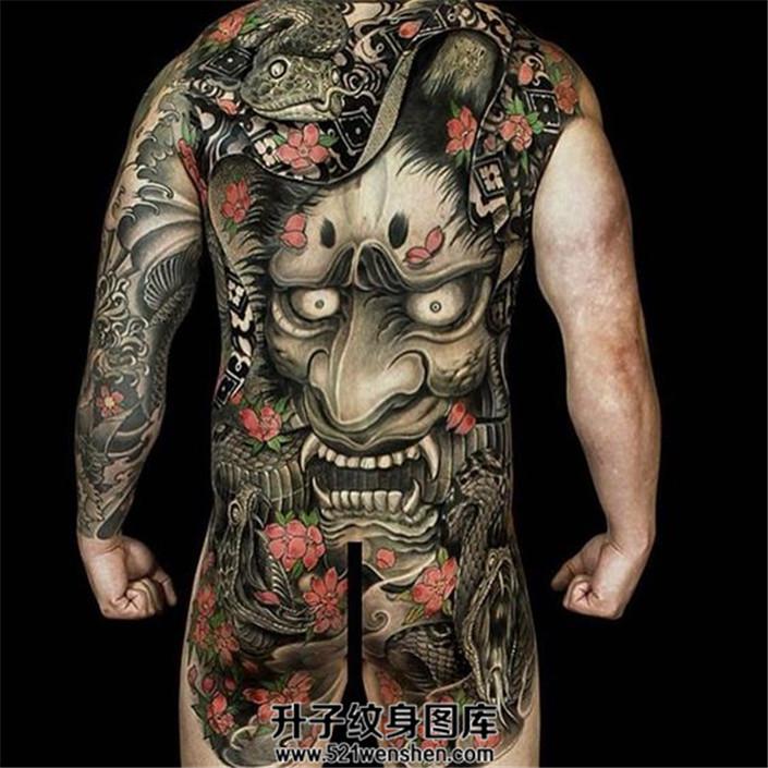 男性满背传统纹身