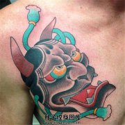 可爱的男性胸口般若纹身