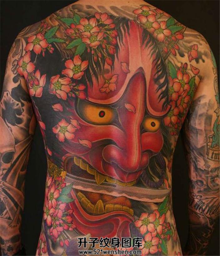 满背纹身——现在纹身的主题越做越大越显眼