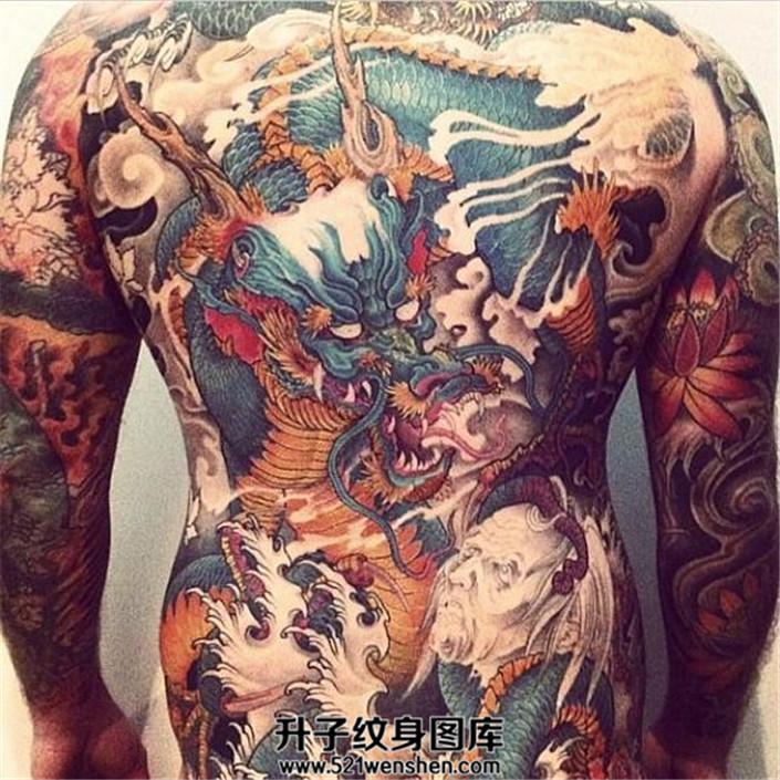 霸道的满背龙纹身