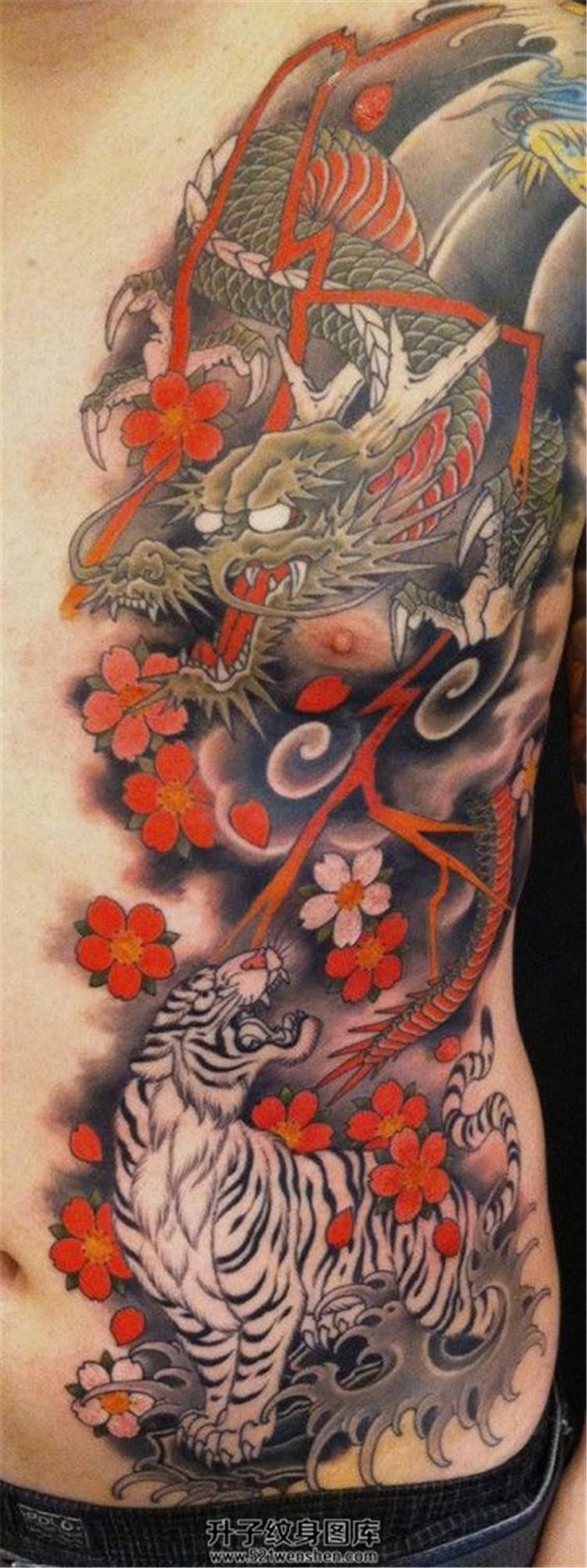 男性胸部传统龙纹身