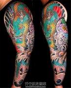 男性传统花臂纹身龙纹身