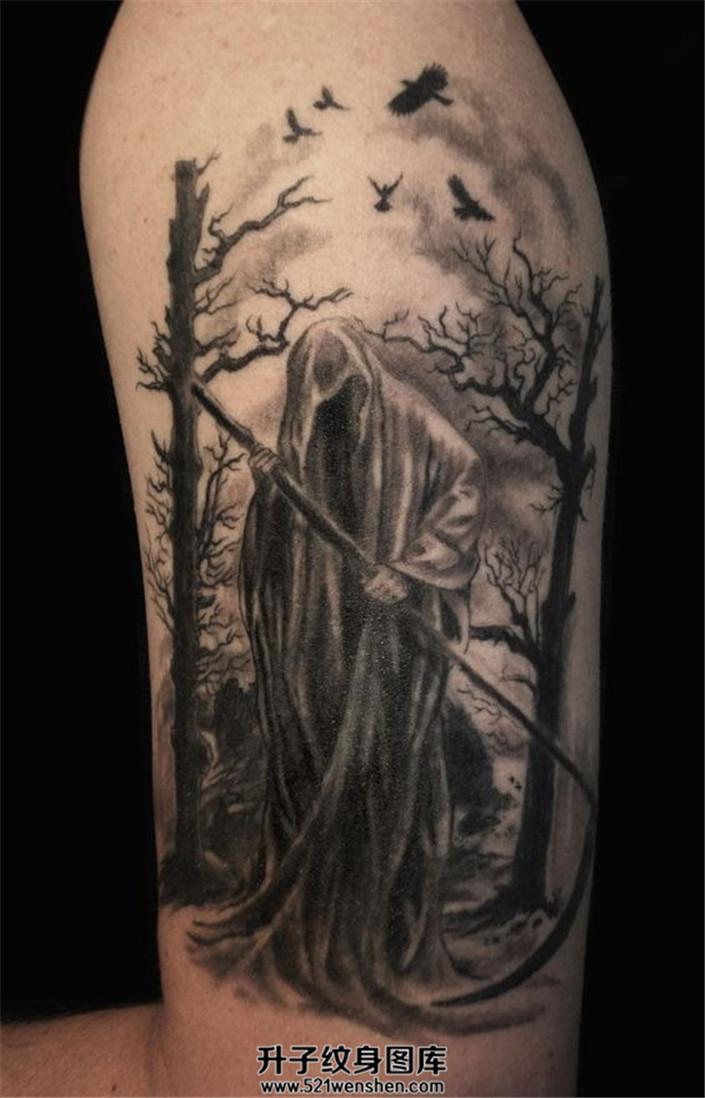 男性大臂暗黑的死神纹身