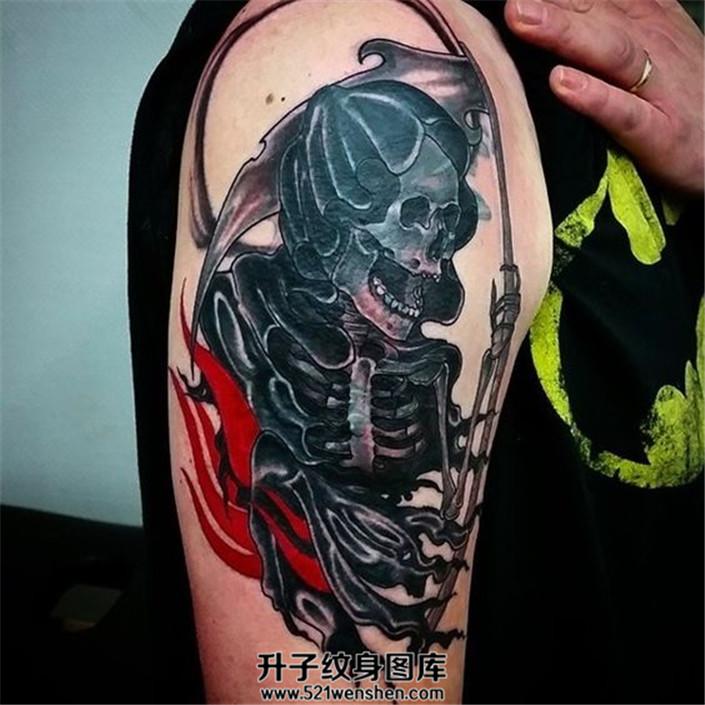 男性大臂纹身死神纹身遮盖旧纹身