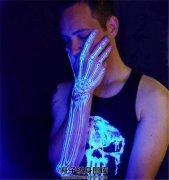 荧光手臂手背骨骼纹身