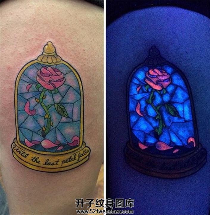 小王子的玫瑰花纹身荧光纹身女性大腿纹身