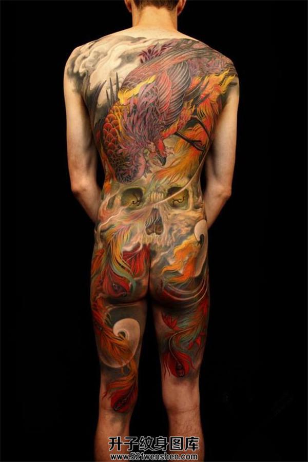 男性满背传统凤凰纹身