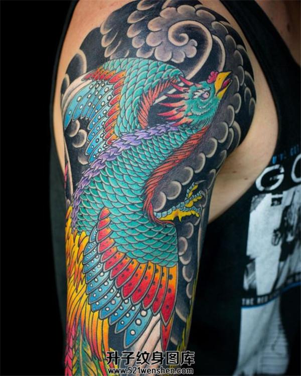 男性大臂传统彩色凤凰纹身
