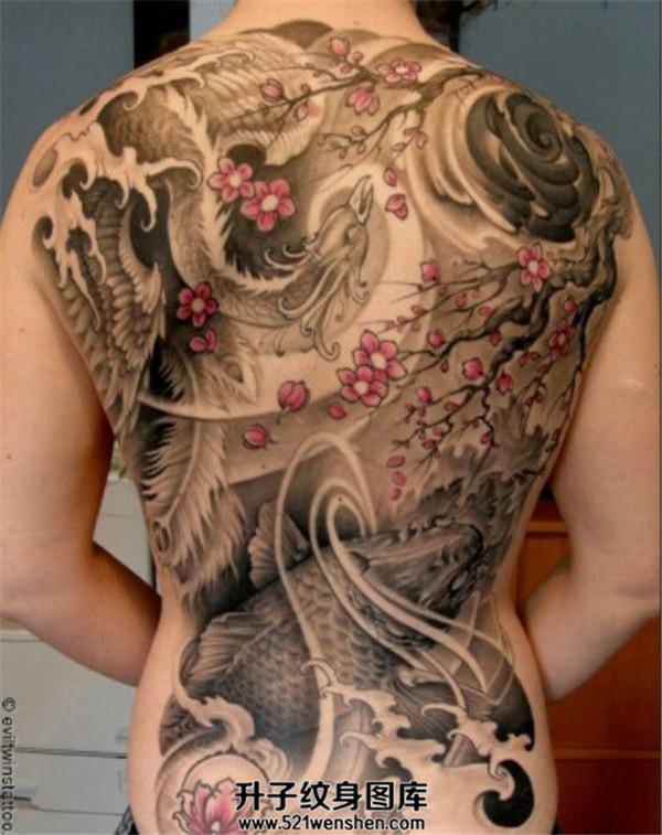 女性满背传统凤凰纹身