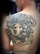 后肩背部的传统象神纹身