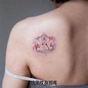 女性肩部简约象神纹身