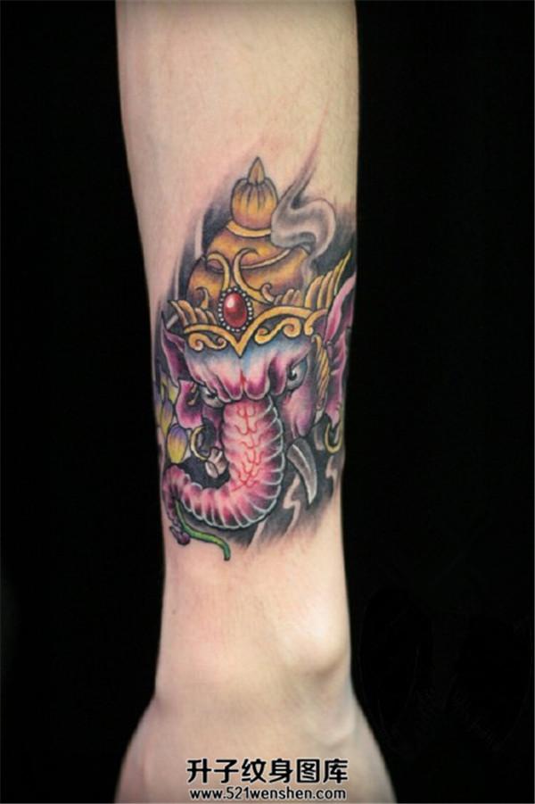女性小臂象神纹身