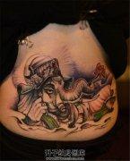 女性后腰象神纹身
