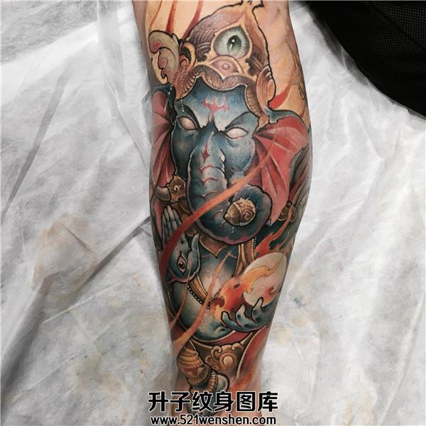 男性小腿彩色传统象神纹身图案大全