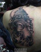 女生后肩背部的象神纹身