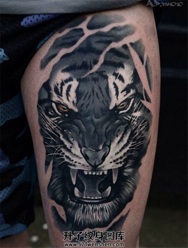 男性大腿老虎纹身
