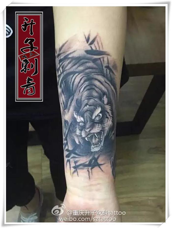 重庆纹身『手臂老虎纹身』重庆纹身价格 纹身培训