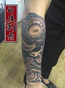 重庆纹身 花臂纹身 钟表纹身 玫瑰花纹身 羽毛纹