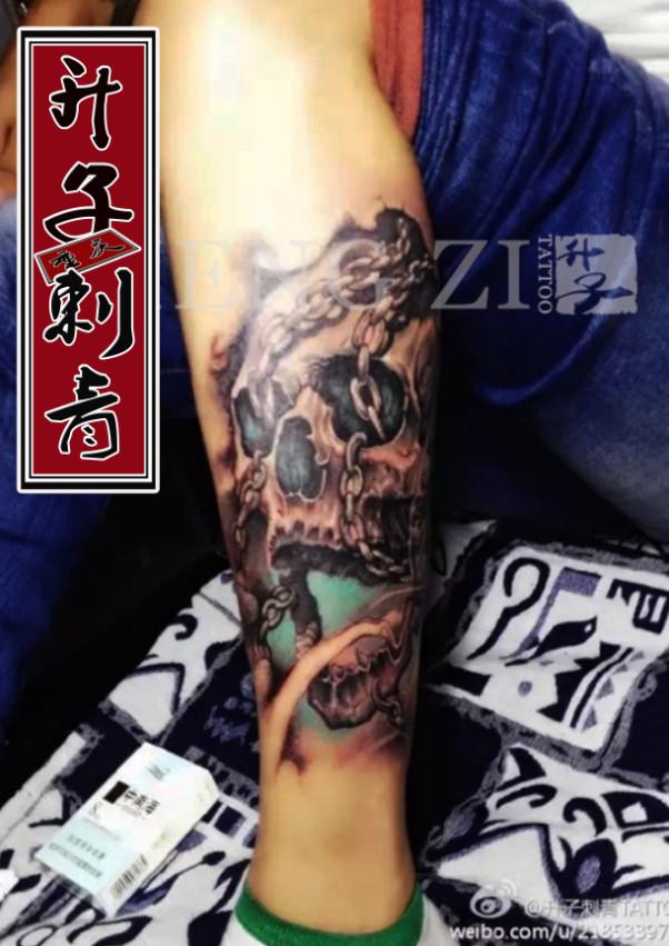重庆纹身 小腿外侧骷髅纹身图案 骷髅纹身价格