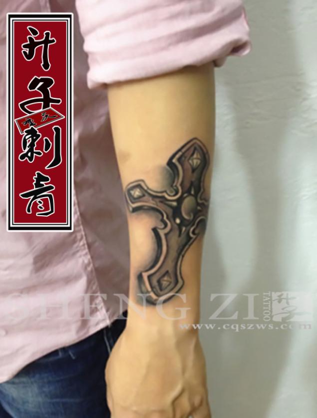 手臂纹身__十字架纹身图案 写实纹身