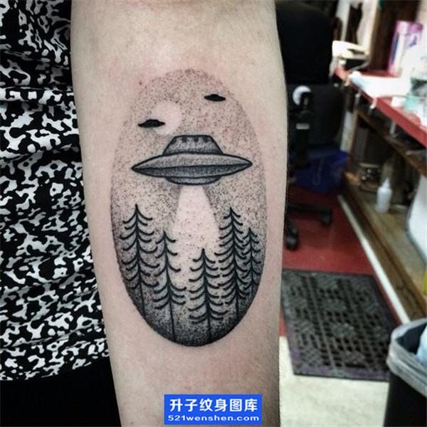 手臂纹身-飞碟纹身图案 女性纹身小清新