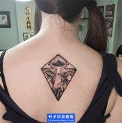后背纹身-飞碟纹身图案美女后背纹身