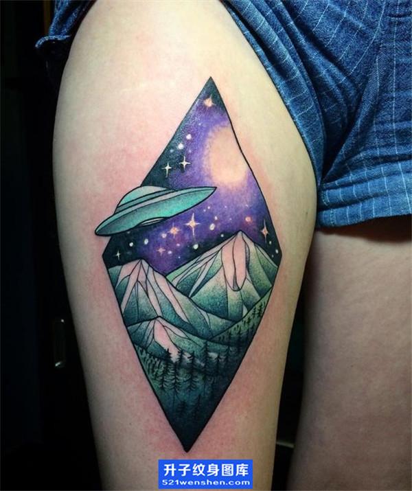 大腿纹身-彩色飞碟纹身图案