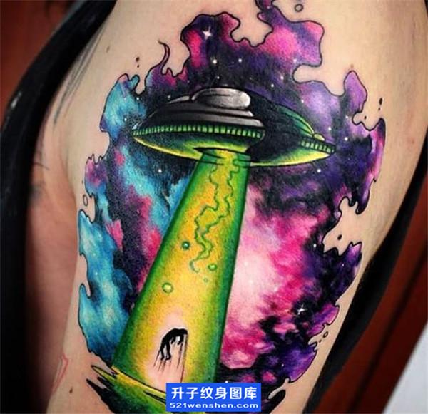 大臂彩色欧美飞碟纹身图案 ufo纹身图片