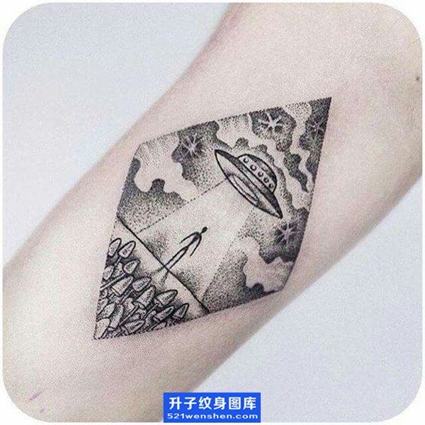 手臂内侧飞碟纹身图案大全 点刺纹身