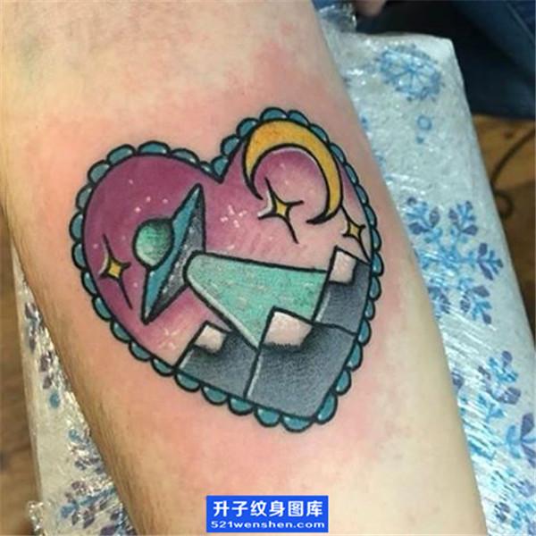 手臂内侧小清新飞碟纹身图案 ufo纹身图片