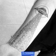 手臂内侧点刺飞碟纹身图案_ufo纹身图片 纹身手稿