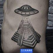 侧腰点刺飞碟纹身图案 ufo纹身图片 ufo纹身讲究