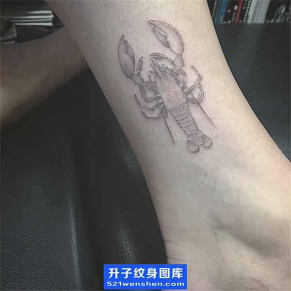 脚踝虾子纹身图案