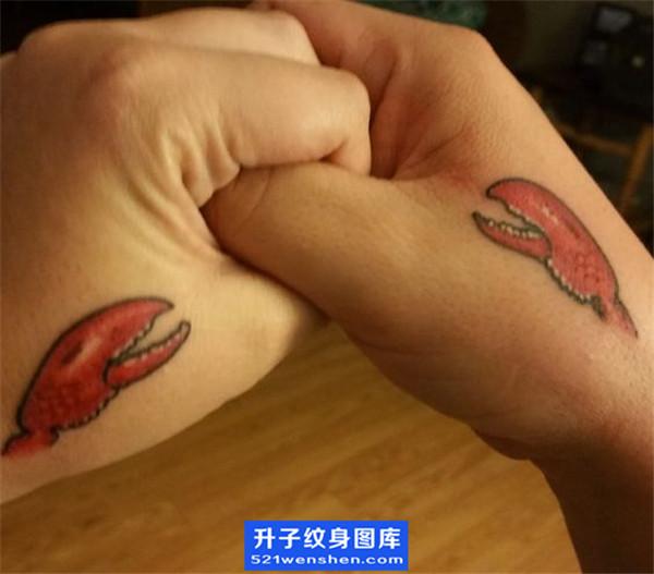 手背虾子纹身图案