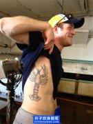 侧腰欧美虾子纹身图案