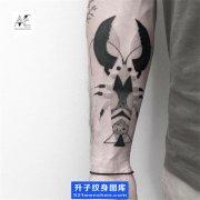 手背内侧点刺虾子纹身图案