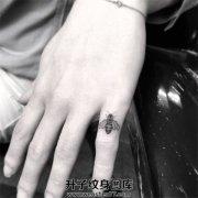 手指小清新蜜蜂纹身图案大全